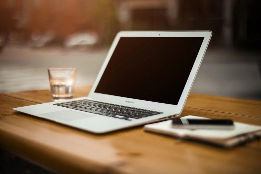 スタバにWindowsパソコンは持ち込める?みんな何をしている?